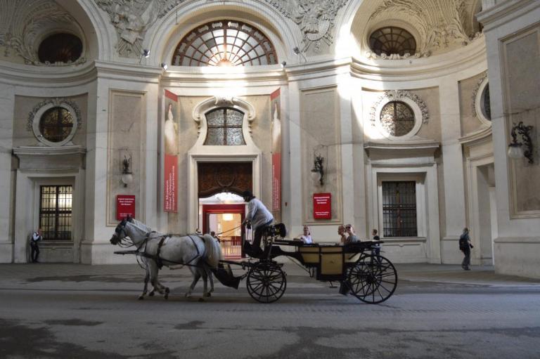 2015 - Vienne -  Portail des Héros