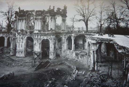 Wallpavillon 1945