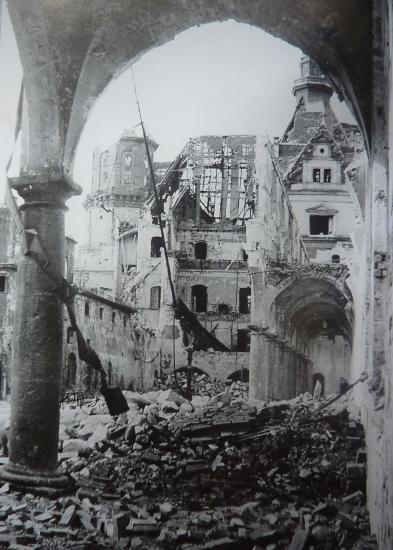 Cour des Ecuries 1945