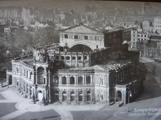 Opera Semper  1945
