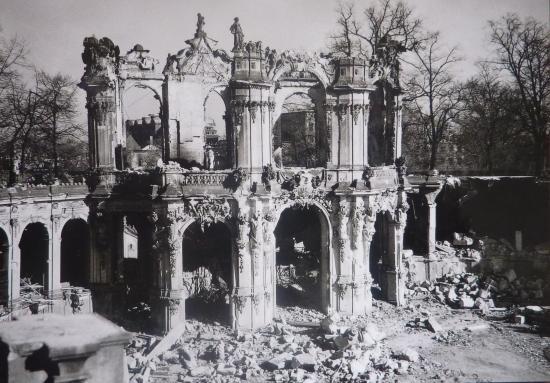 Wallpavillon 1945