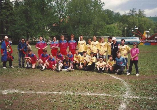 1997--Equipe-de-Foot-College-a-Duszniki.